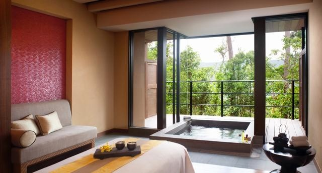 th_Spa_Ocean_Suite_Treatment_Room