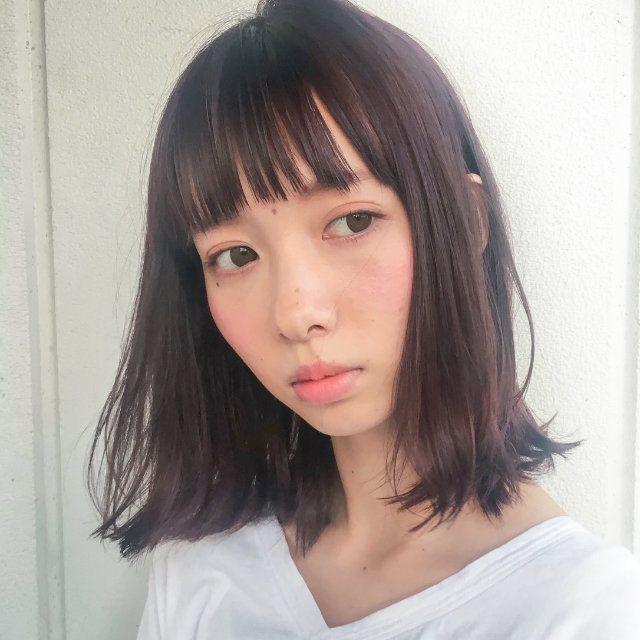 ピンクバイオレットの髪色で透明感とツヤ感を