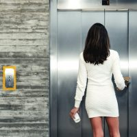 エレベーターの乗り方に人柄が出ます