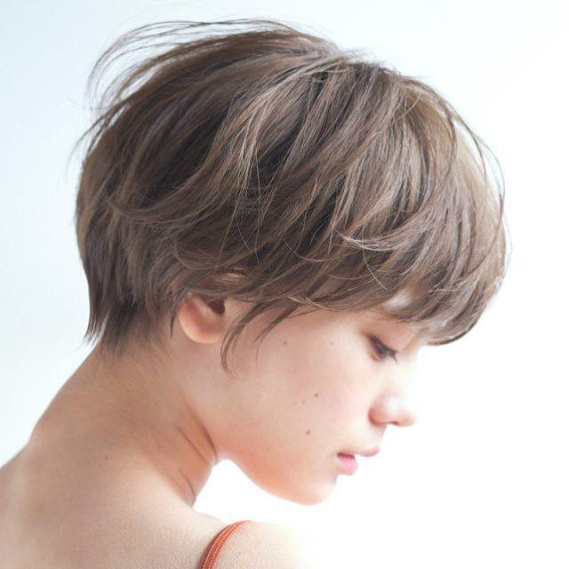 今春ショートヘアは髪色で立体感がオシャレ