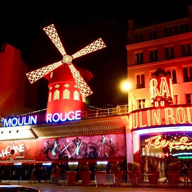 パリを代表する夜のエンタメ・ムーラン-ルージュ