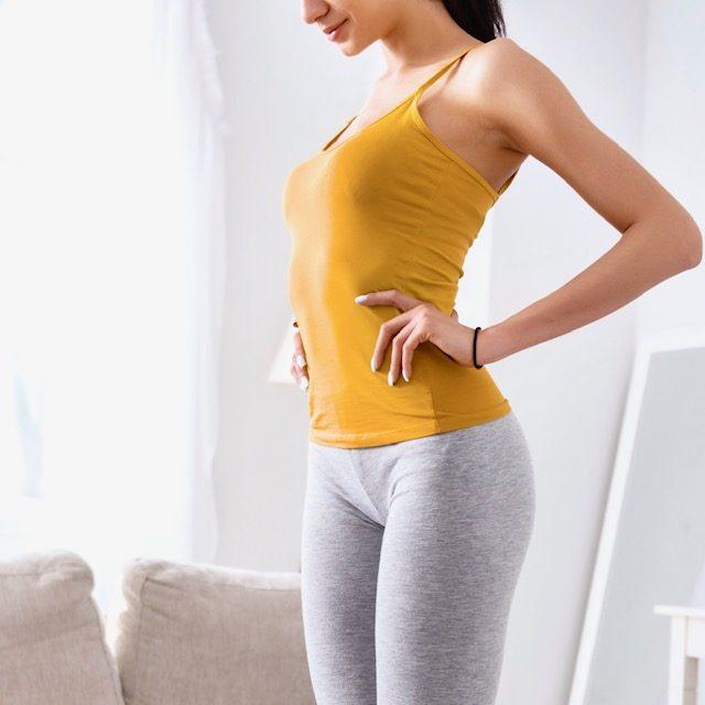 お腹引き締めxバストの下垂予防が叶う簡単習慣